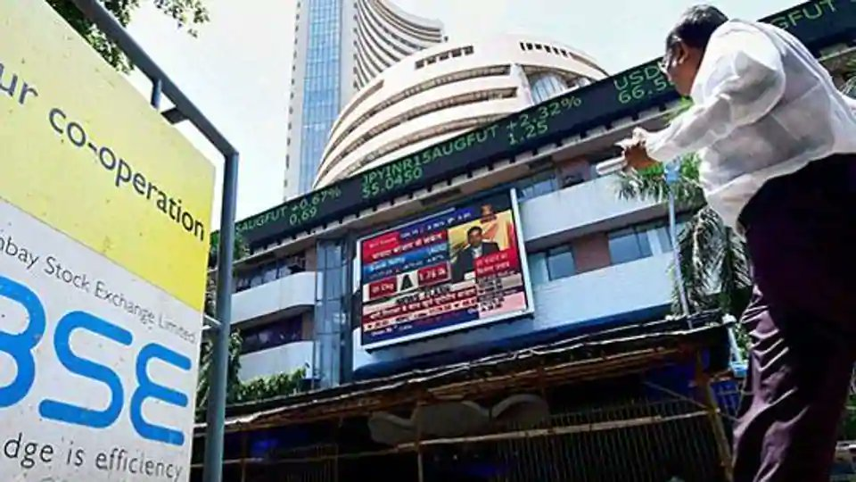 Sensex slides to 34,421, Nifty trades in red, down 116 points https://t.co/2ZZ3dUeHIf