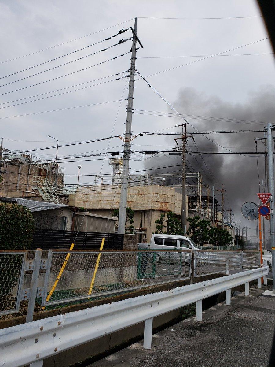 行田市持田の工場で火災が起きている現場画像