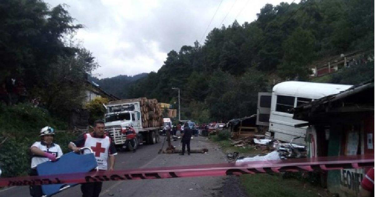В Мексике 12 человек погибли при столкновении автобуса с грузовиком: https://t.co/GvGEVuUNAs