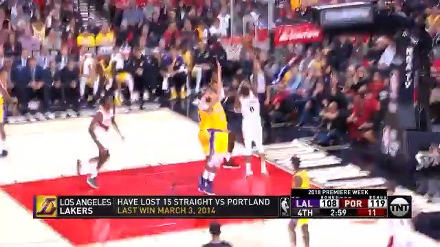 Zach Collins feeds Damian Lillard in the lane!  #RipCity 121 | #LakeShow 114  1:24 still to play on @NBAonTNT https://t.co/MtjctKrDOC