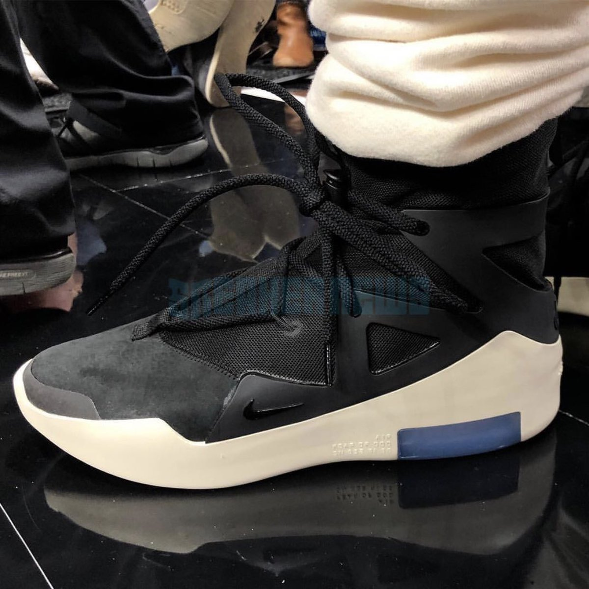 fd2635ecae8 Nike Air Fear Of God 1  Black White  revealed by  JERRYlorenzo while at the  Lakers Blazers game. Pics sourced via  SneakerNews   snkr twitrpic.twitter.com  ...