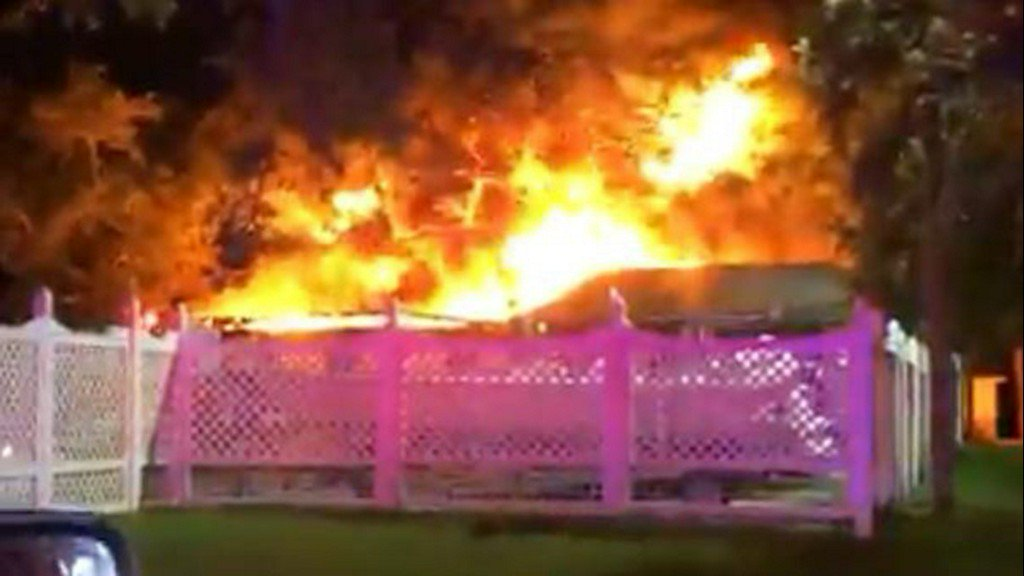 Horses evacuated as Tampa Yacht and Country Club building burns https://t.co/vjQhC0ugyy