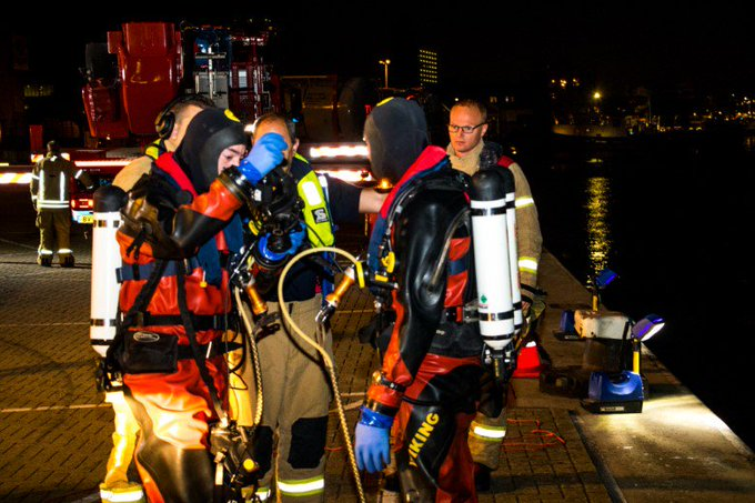 Brandweerduikers houden oefening in haven https://t.co/gK55hw5KjX https://t.co/5wYtQnEzYA