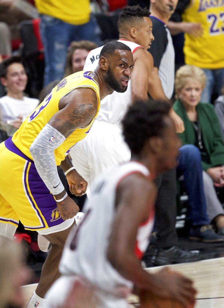 LeBron James'i ilk maçında üzdüler... Los Angeles Lakers, yenilgiyle başladı 👉 ntvspor.net/basketbol/lebr…