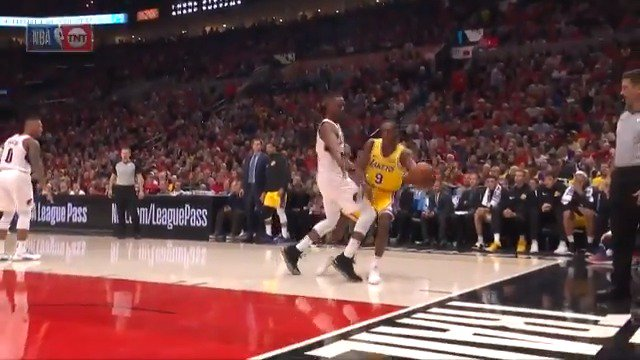 Rajon Rondo dishes out 11 dimes in his @Lakers road debut. #LakeShow #KiaTipOff18 https://t.co/2N3qLd4yLw