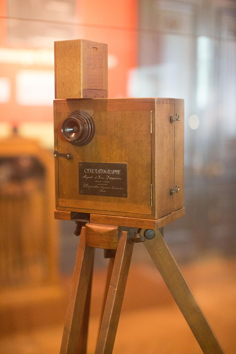 #OTD in 1862, film-making pioneer Auguste Lumière was born. In 1895, with his brother Louis, he projected a motion picture shot with their revolutionary invention, a combination camera and projector named the Cinématographe 🎥 1/2