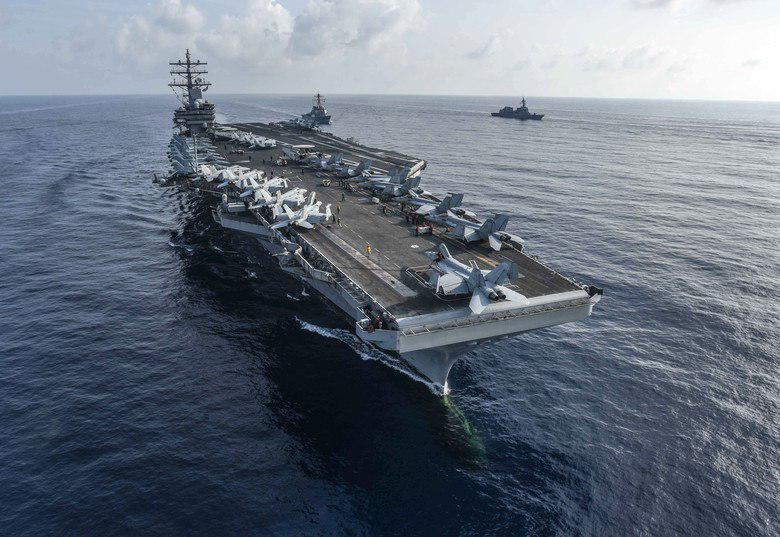 Американский военный вертолёт MH-60 Seahawk сразу после взлёта упал на палубу авианосца USS Ronald Reagan в Филиппинском море. Об этом сообщили в командовании ВМС США. Есть пострадавшие, им оказывают медицинскую помощь