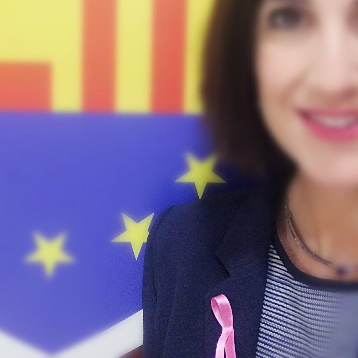 Hoy, de rosa 🎀 Por todas ellas #DiaMundialCancerDeMama #SumateAlRosa @aecc_es