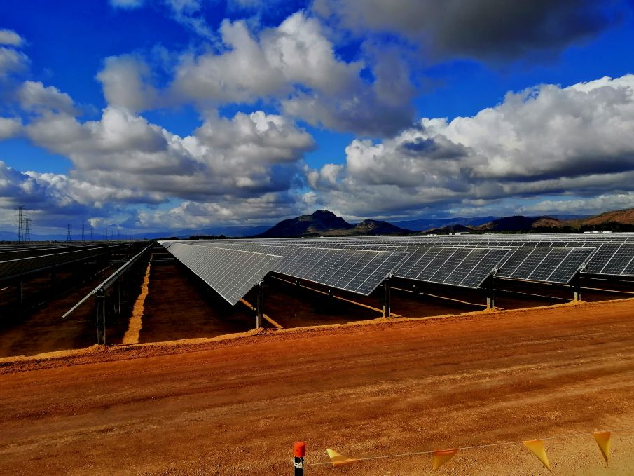 Contract awarded for Australia's largest solar farm https://t.co/kXs4YRjWEq #constructionnews #construction #news