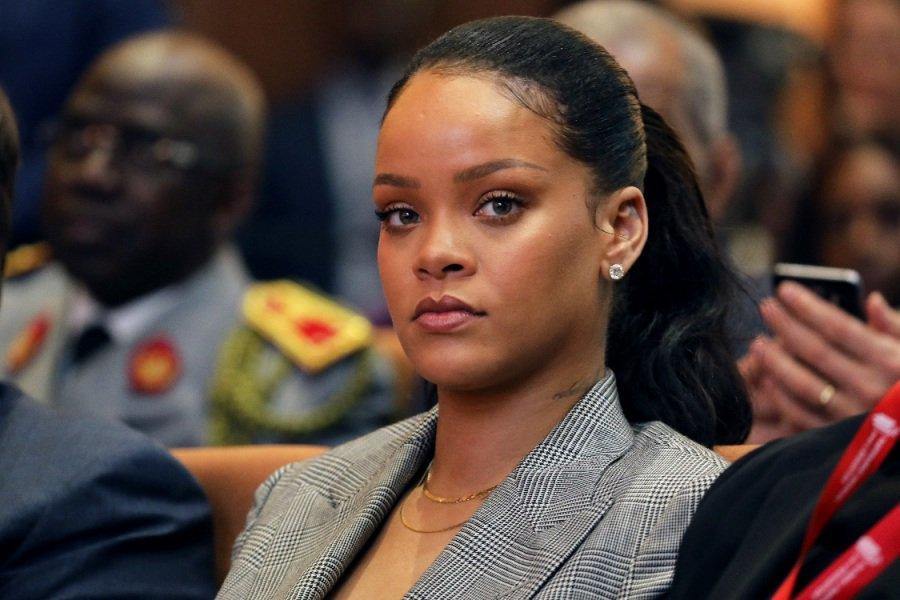 Rihanna refuse de faire le show du Super Bowl pour soutenir Kaepernick https://t.co/psgAzIOzqw