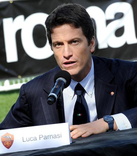 #stadiodellaroma : revocati domiciliari a #LucaParnasi, accusato dalla procura di associazione per delinquere finalizzata alla corruzione. Il gip ha disposto l'obbligo di firma e di dimora