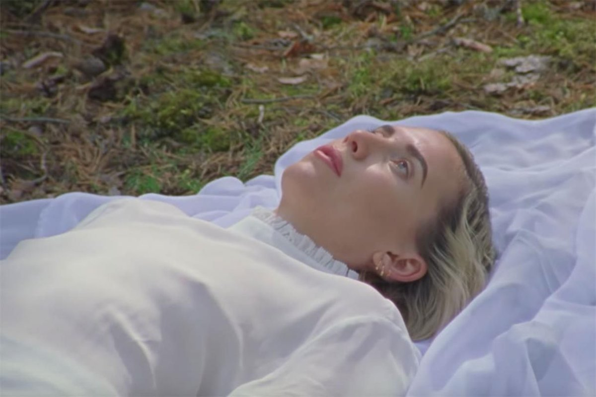 PICK OF THE DAY: Swedish singer Lykke Li opens up for the first time about heartbreak, grief and the birth of her child in this moving short film from @WeTransfer and @wearepiams: https://t.co/AaRRMe7tiJ