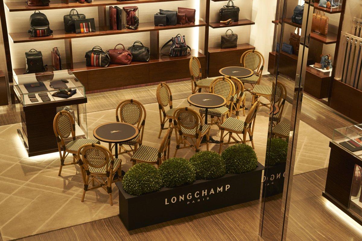 """a44b5ea84642 ロンシャン ラ メゾン 表参道では、1周年を記念し""""CAFE DE LONGCHAMP""""IN-STORキャンペーンを開催。パリのエスプリを感じさせる カフェ空間へぜひお越しください。"""