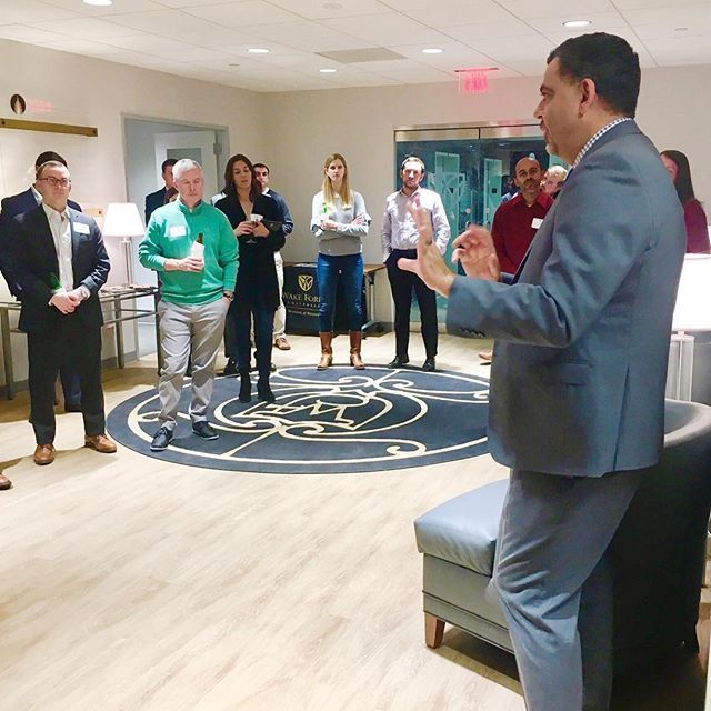 @wakeforestbiz goes to Washington! Dean Charles Iacovou chats with alumni @wakewashington Thursday night. #bizdeacs #businesseducation #wakeforest https://t.co/2YI6q3UY6Z