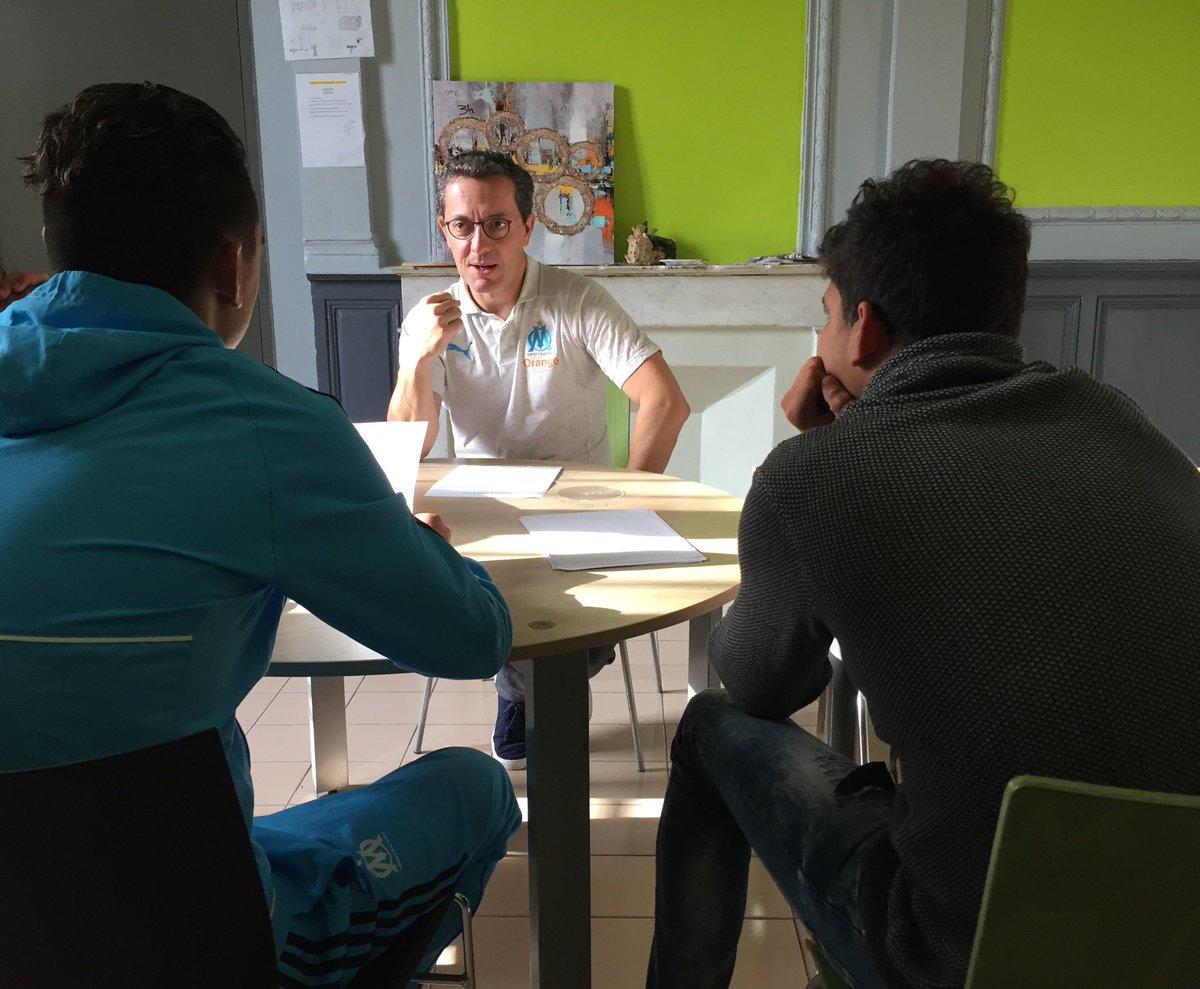 Au Centre Éducatif Fermé des Cèdres, les personnels donnent beaucoup d'eux mêmes pour accompagner les jeunes vers une réinsertion réussie. La voix de l'OM porte aussi là bas et quand ces jeunes se transforment avec talent en apprentis journalistes, ils font qqchose de positif 👍