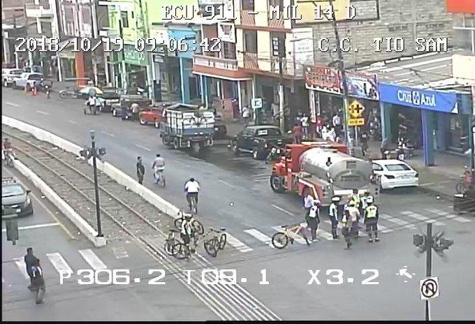 #ECU911Reporta accidente de tránsito en #Milagro, calles García Moreno y Eloy Alfaro. En sitio colabora personal de @CTEcuador y @EPC_Bomberos_Mg realiza la limpieza de la calzada. Foto