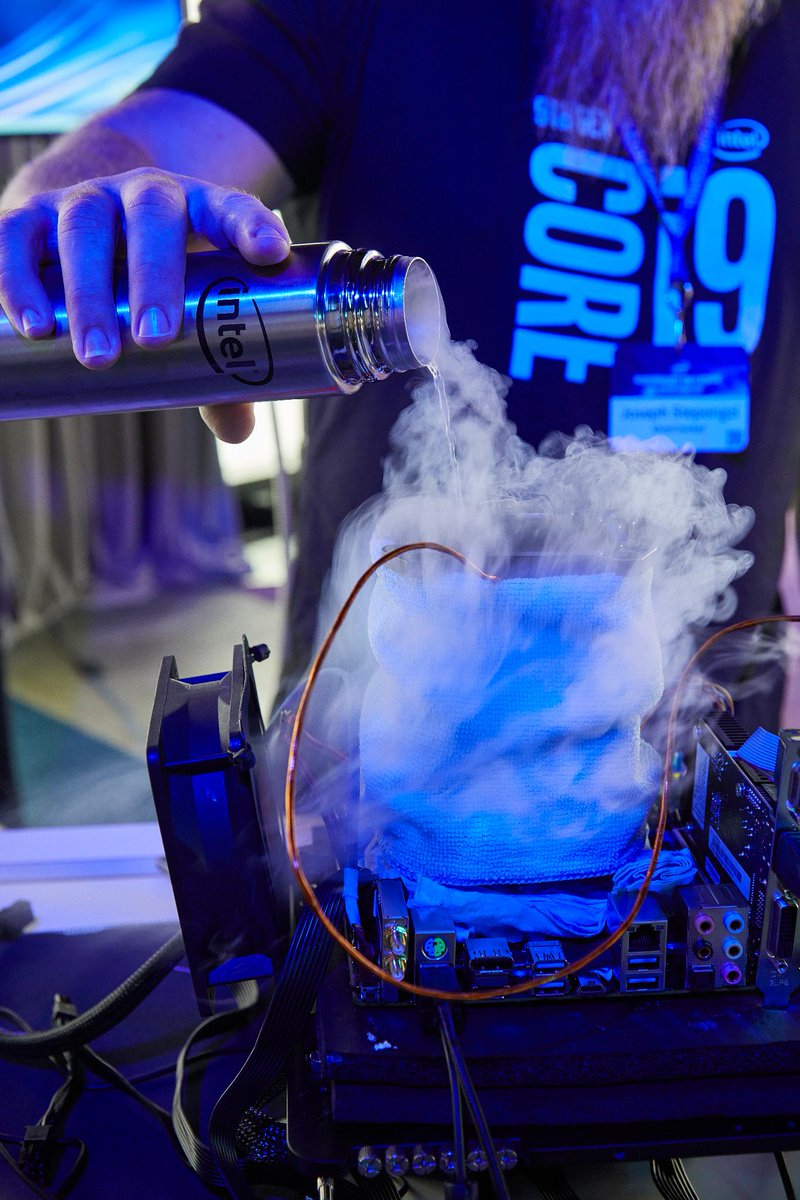 #9thGen Intel Core i9-9900K sets overclocking records. https://t.co/KYNOWFwsb5