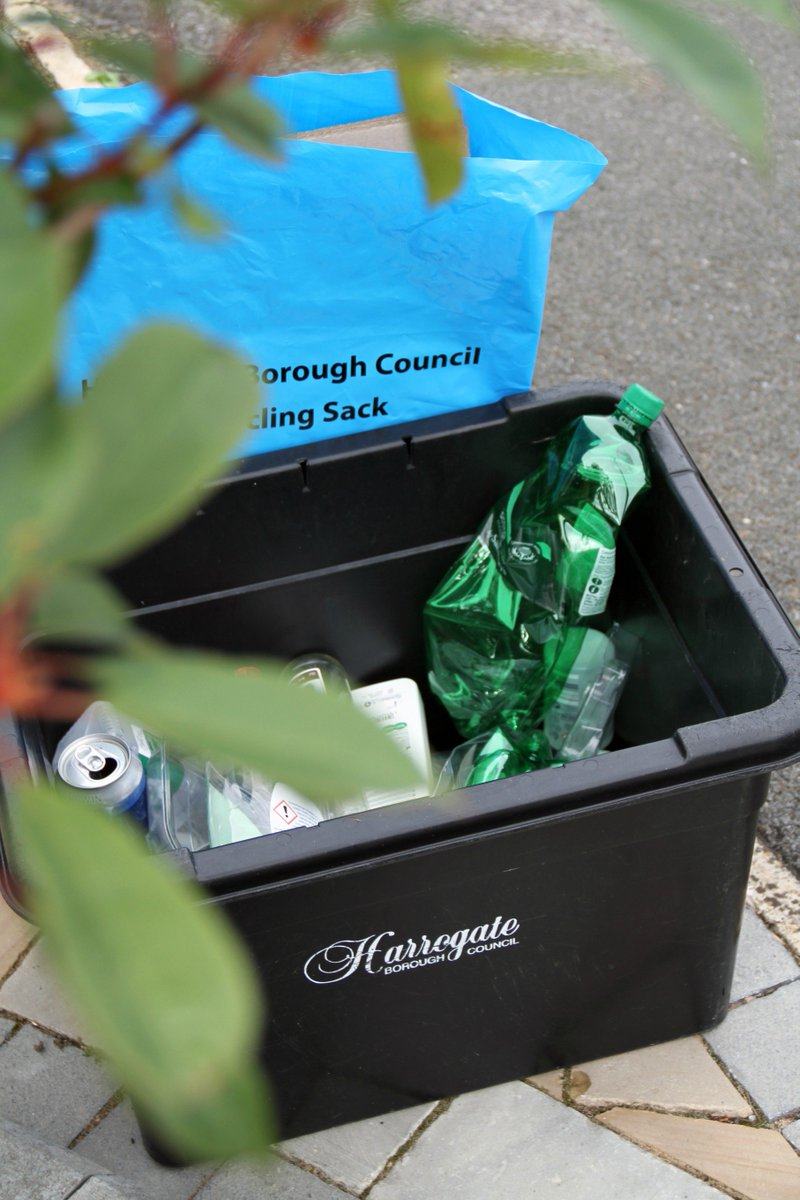 We want to know what you think about the current waste and recycling service so that we can ensure you're receiving the service you expect and can make any improvements moving forward. Visit: https://t.co/DBbQmCCYez to take part in the short survey.