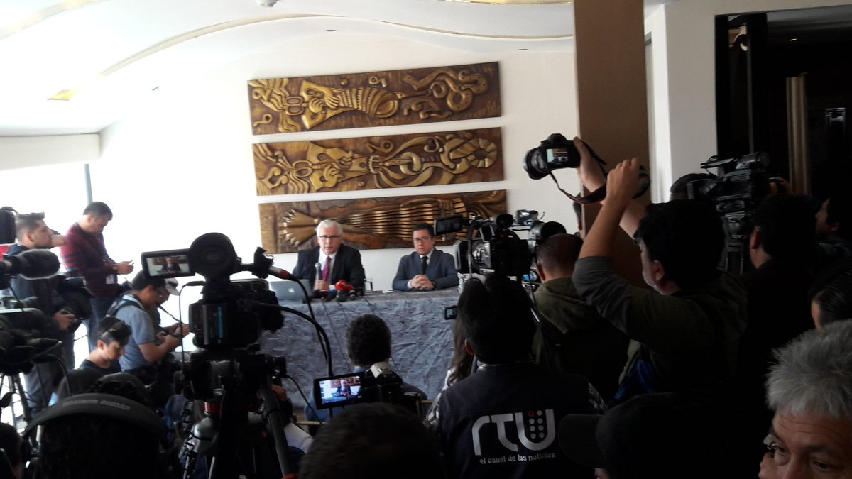 JUST NOW: Image from press conference in Quito wit @wikileaksh ' General Counsel Baltasar Garzón and Ecuadorian lawyer Carlos Poveda (right of table)