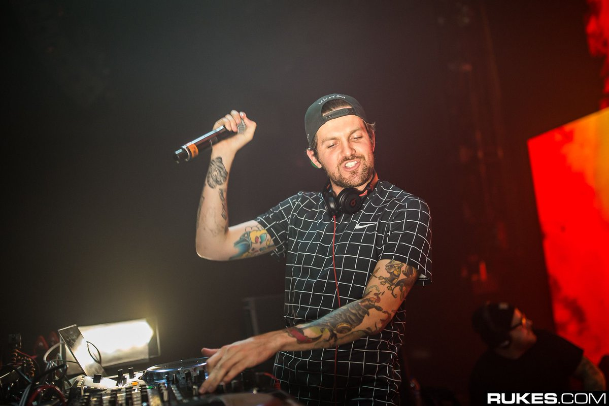 Can always count on @DILLONFRANCIS to provide some of the most entertaining visuals in the game as he unveils the White Boi video off his new album | 📸: @rukes dncgastrnt.co/dfwi
