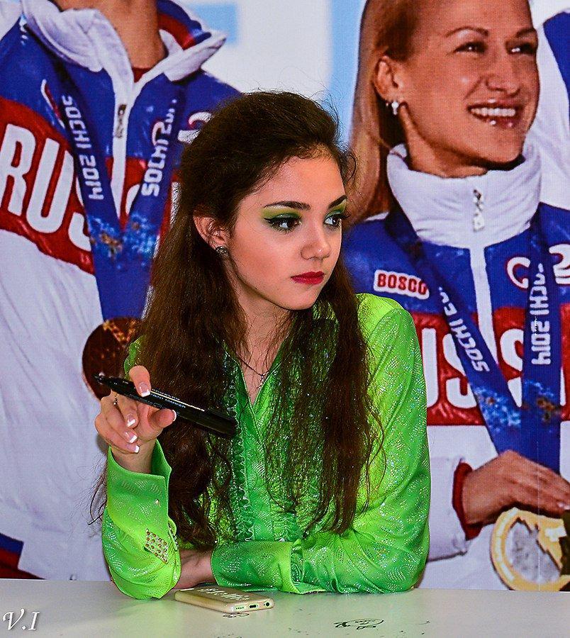 Евгения Медведева-5 - Страница 30 Dp4cNbtU4AAY1Qu
