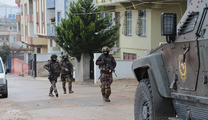 Şanlıurfa'da PKK operasyonu: 13 gözaltı https://t.co/WUWfPSEpRw https://t.co/JZ8qj8t01z