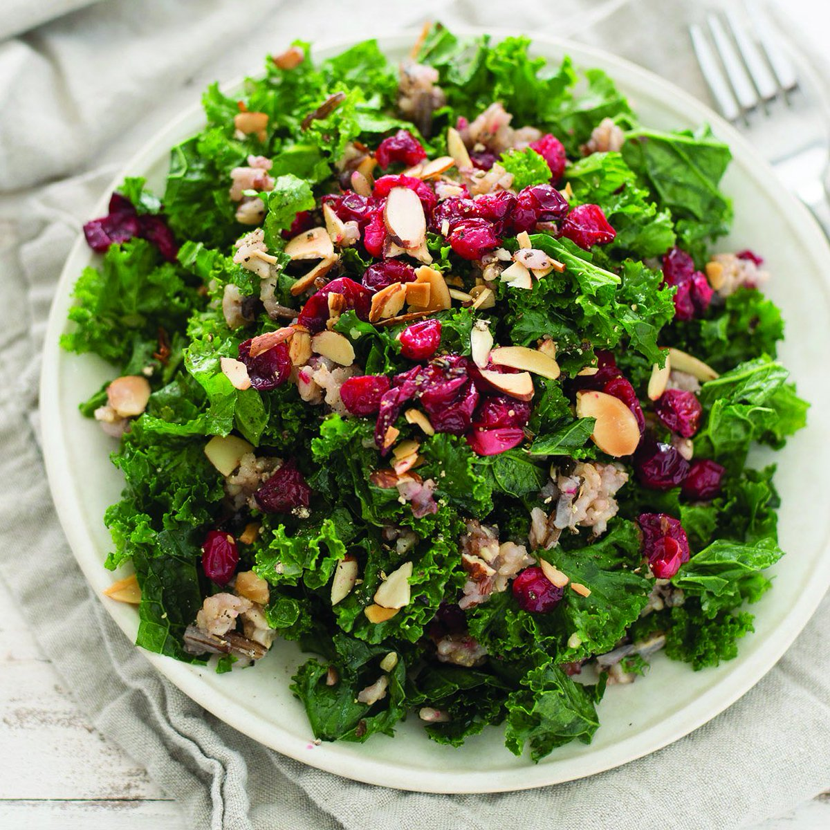 Go wild for this Roasted Cranberry, Rice & Kale Salad #FreshCranFriday https://t.co/kDEhX09O9v @delishknowledge https://t.co/UOP76xmyeK