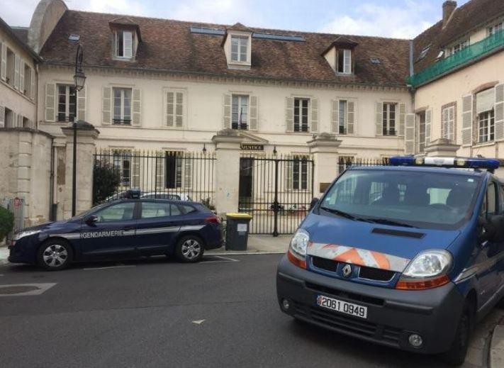 Au tribunal de #Sens avec un taser, évacuation d\