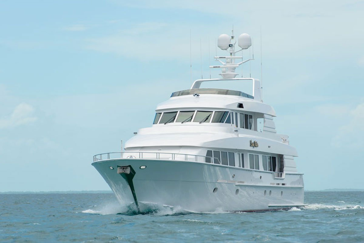 """Dan DeCaro on Twitter: """"116 ft Luxury Motor Yacht built by boat legend, # Hatteras. Tri-Deck with 4 en suite cabins with room for 8."""