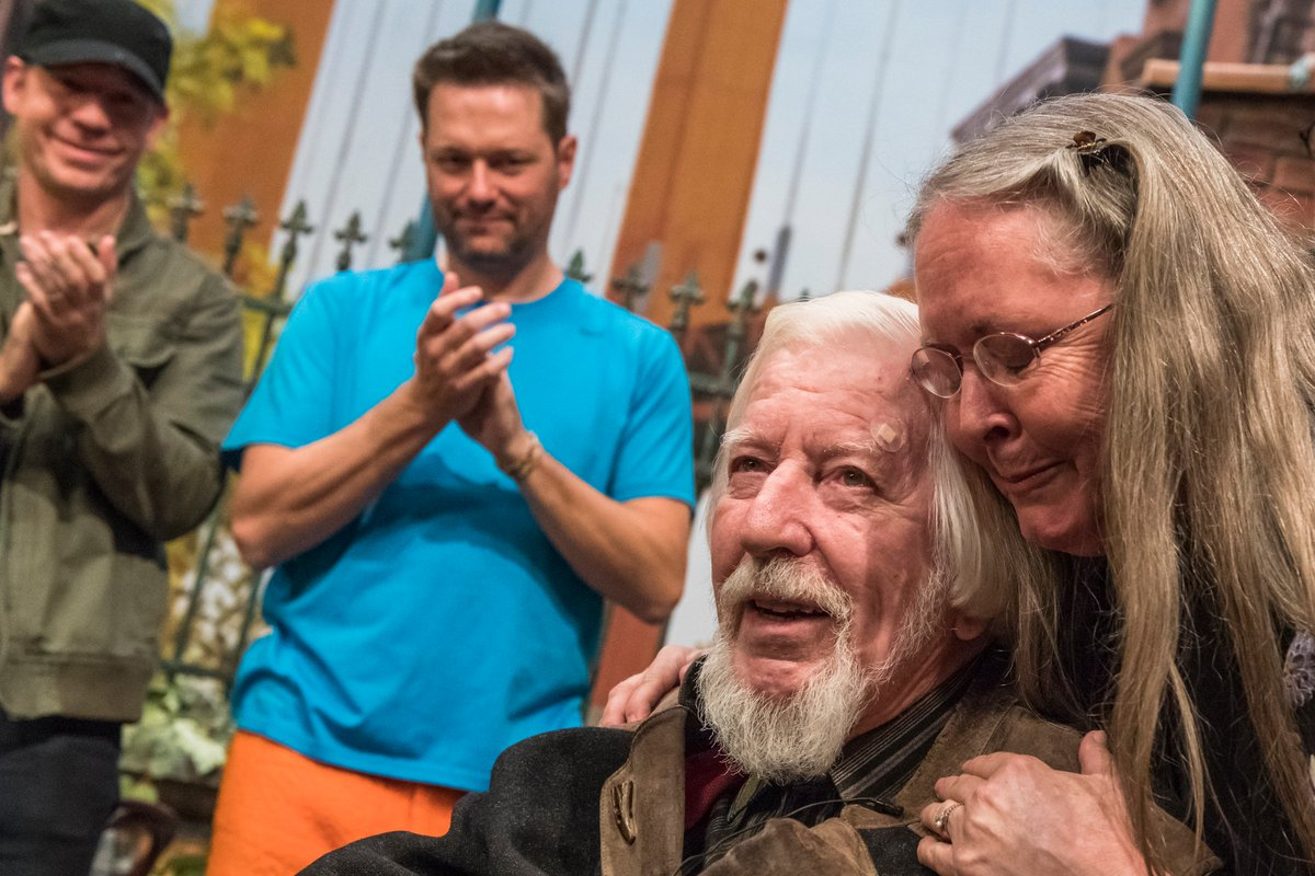 Big Bird puppeteer Caroll Spinney performs for final time on 'Sesame Street'