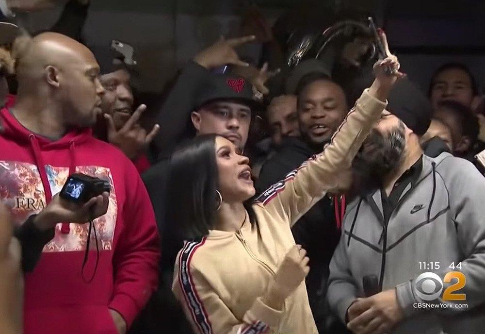 Cardi B hands out winter coats in Brooklyn https://t.co/WCkz2bnMey