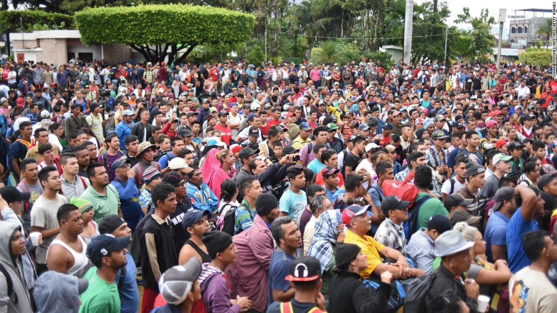 A large caravan of Honduran migrants making their way to the US have reached the Guatemala-Mexico border and are waiting to cross https://t.co/8cGaVuNC6P