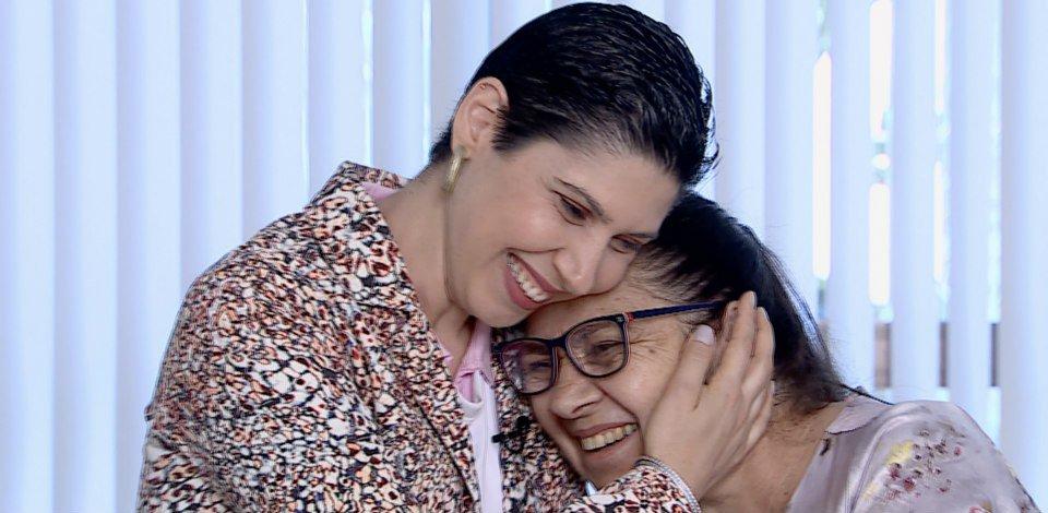 Mulheres vencem o câncer de mama com apoio familiar e suporte médico. Confira https://t.co/vP3L0leerR #OutubroRosa