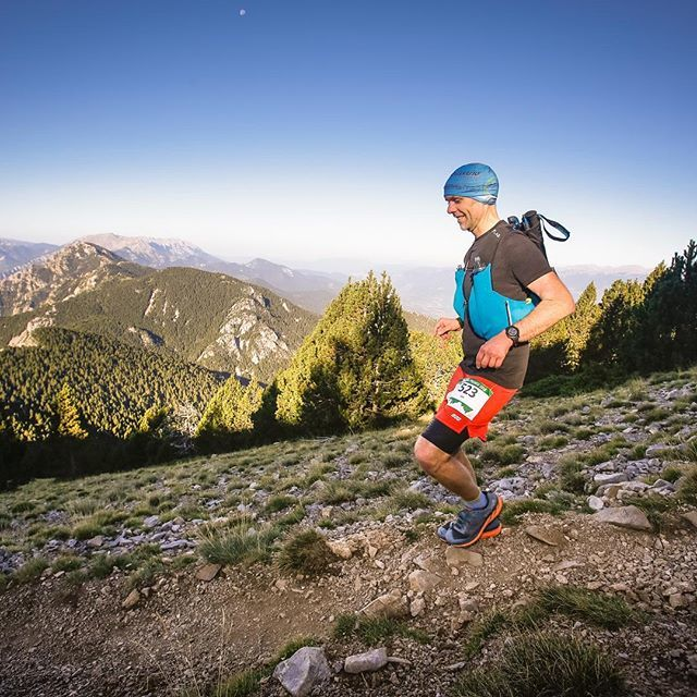 Late but on top of the world before it came tumblingdown #ultrapirineu #ultrarunning #running #yesidnfd #dnf #ilookedgoodatthispoint #salomon #gottailwind #catalunya #pyrenees https://ift.tt/2S2Mdc3pic.twitter.com/wWl2K5jZX2
