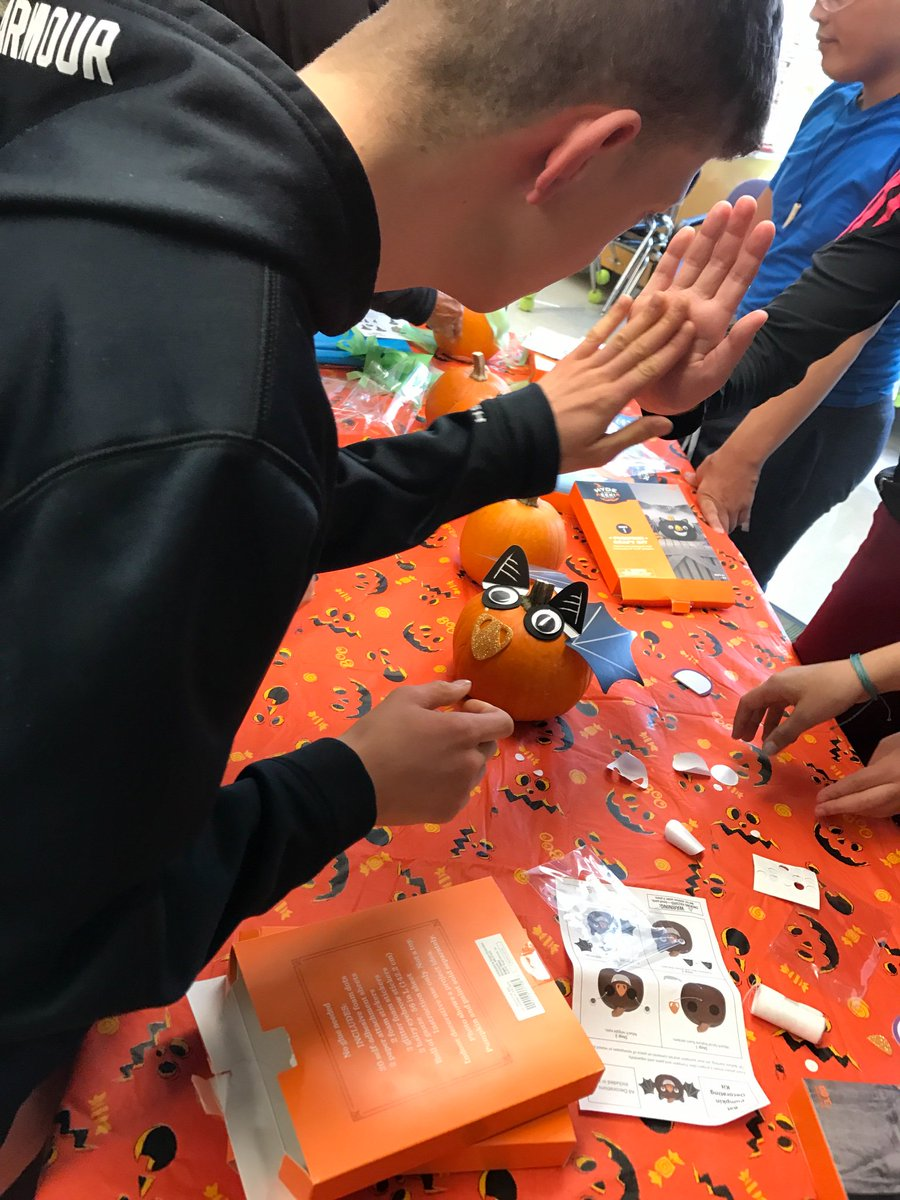 Fall festival at Stratford with <a target='_blank' href='http://twitter.com/HBWProgram'>@HBWProgram</a> friends was so much <a target='_blank' href='https://t.co/V2o0XzaK5h'>https://t.co/V2o0XzaK5h</a>