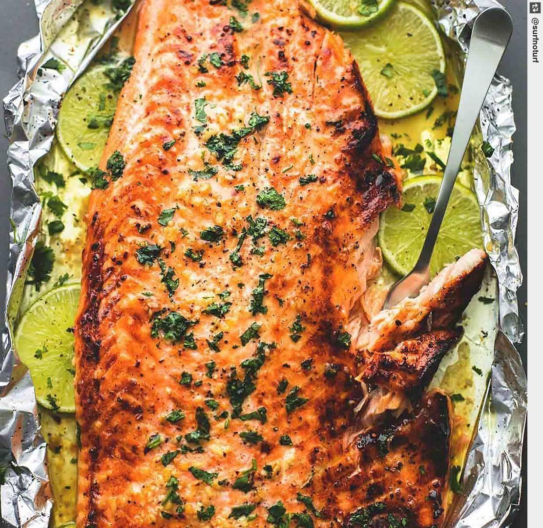 Baked Honey Cilantro Lime Salmon 🌿 👈🏾 (recipe) . . . . #tastethisnext #surfnoturf #noodleworship #food #yummy https://t.co/BQmgamBiVB
