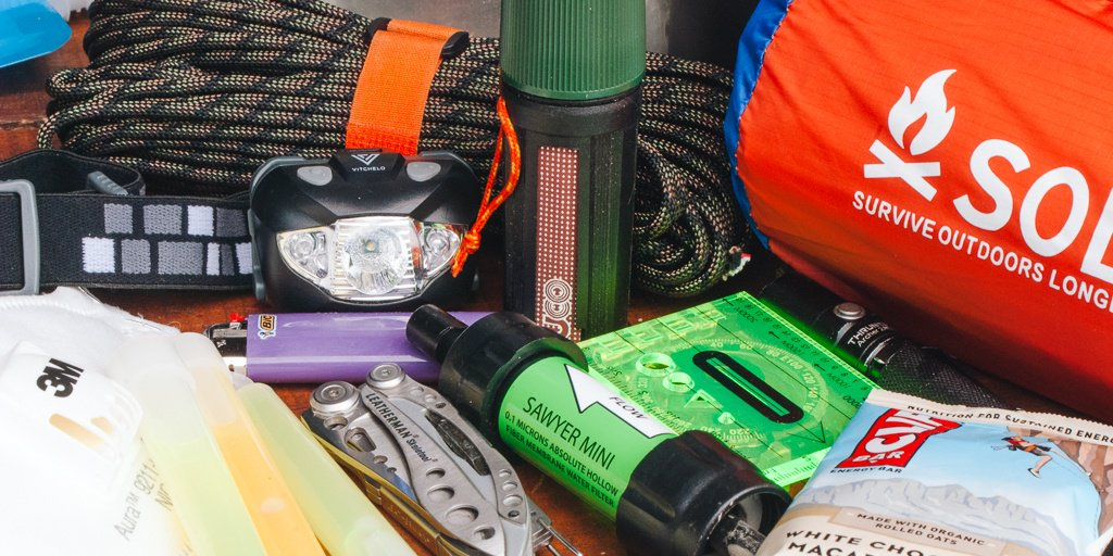 "Whether it's a wildfire, a hurricane, a flood, or any number of other emergencies, a fully stocked bag of emergency gear (a ""ready bag,"" ""go bag,"" or ""bug-out bag"") allows you to quickly evacuate without forgetting any basic supplies and tools. Our picks: https://t.co/8pnSpNAVP2"