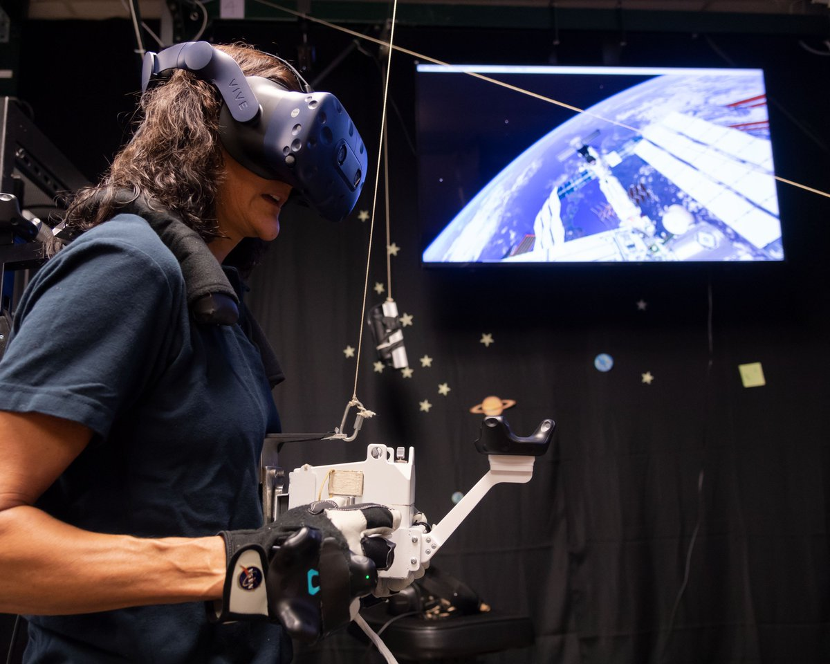 .@Commercial_Crew astronauts are virtually transported to the space station during training in the Virtual Reality Lab at @NASA_Johnson. Here, they practice spacewalking with real time graphics and motion simulators to prepare for their upcoming missions.
