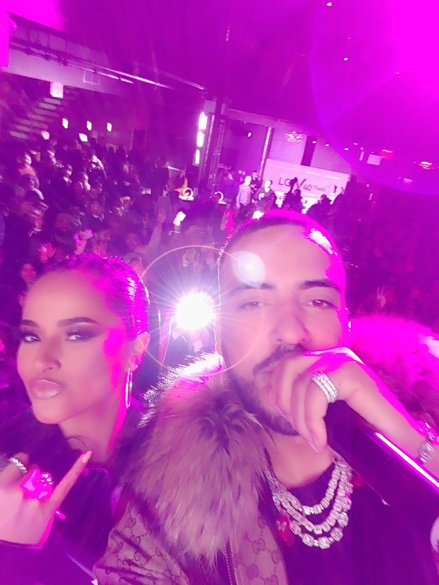 Look at how many people we fit in this selfie my sis @iambeckyg & I took with my #LGV40ThINinQ!!  LITTTYY 🔥🔥🔥 Thanks for coming out to see me perform with @LGUSAMobile New York!! #LGPartner #ShotOnLG https://t.co/pfAJUWn0TA