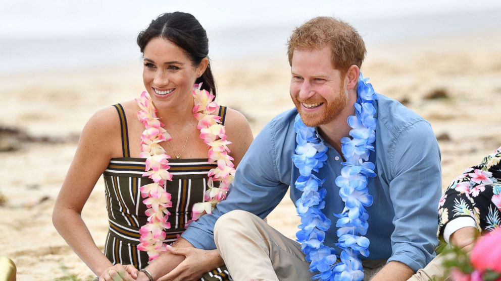 Meghan Markle's royal tour style: Duchess wears designer maxi dress on Bondi Beach: https://t.co/9HbZPbvFH7 https://t.co/pGQFCrxVzr