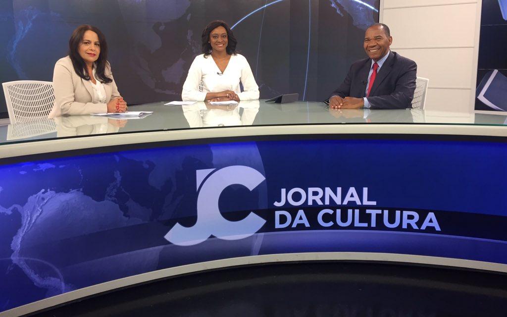 O #JornaldaCultura está no ar! Nesta sexta-feira, @JoyceRibeiroTV recebe o reitor da Faculdade Zumbi dos Palmares, José Vicente, e a professora da FESPSP, Jacqueline Quaresemin. Assista ao vivo na @tvcultura, no app #CulturaDigital ou no YouTube: https://t.co/PPF2GzthF2.