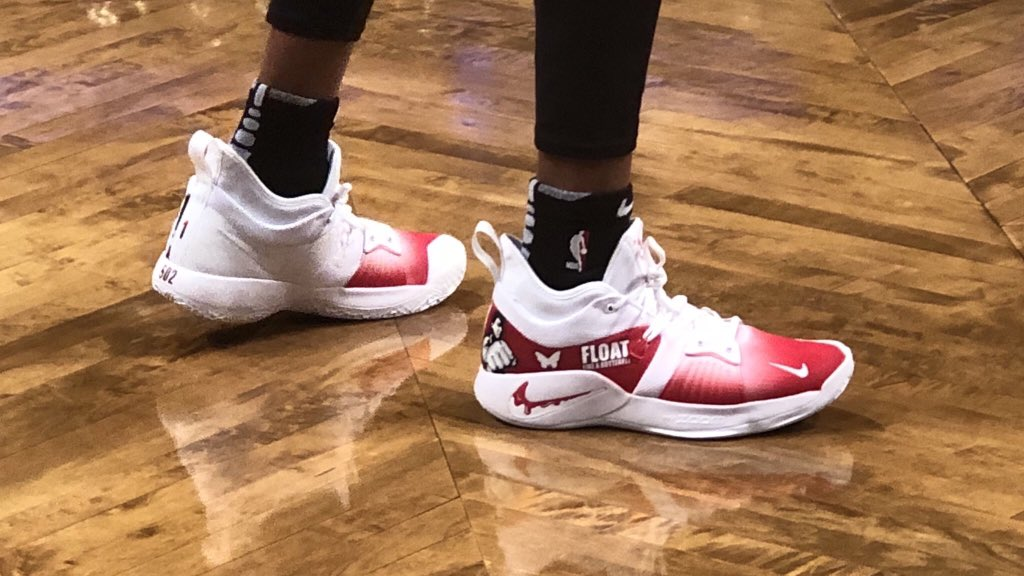 D'Angelo Russell's rocking 🔥🔥Muhammad Ali shoes