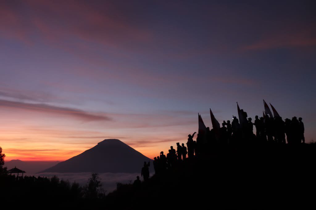 Sunrise Yang Indah Di Bukit Sikunir