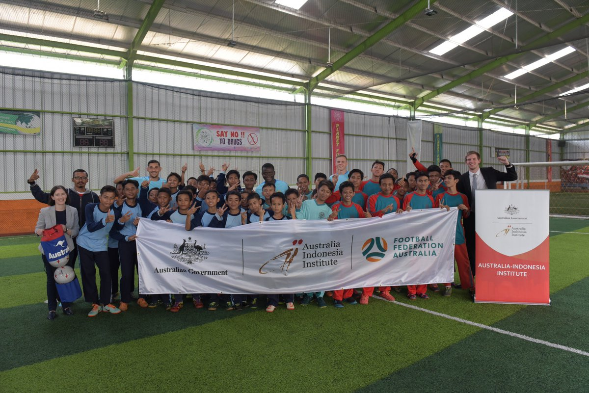 During their first week in Jakarta, the Young @Socceroos have been conducting football clinics for Indonesian schoolchildren attending @AsiaEducation's @BRIDGEschools, with the support of @dfat's Australia-Indonesia Institute.   @DubesAustralia #sportsdiplomacy #AFCU19