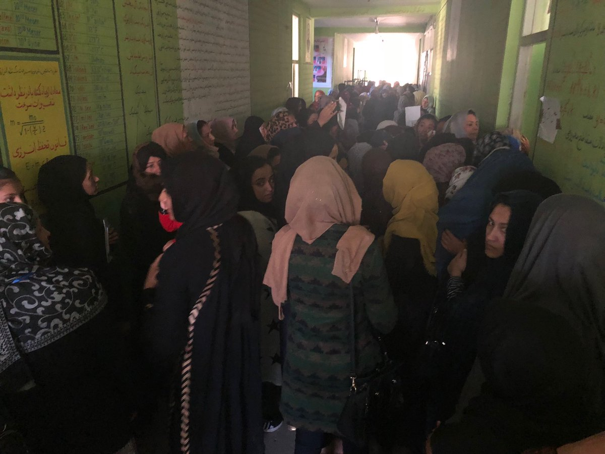 """Packed polling station #Kabul """"we are not afraid ! """" #AfghanElections2018 #Afghanistan"""
