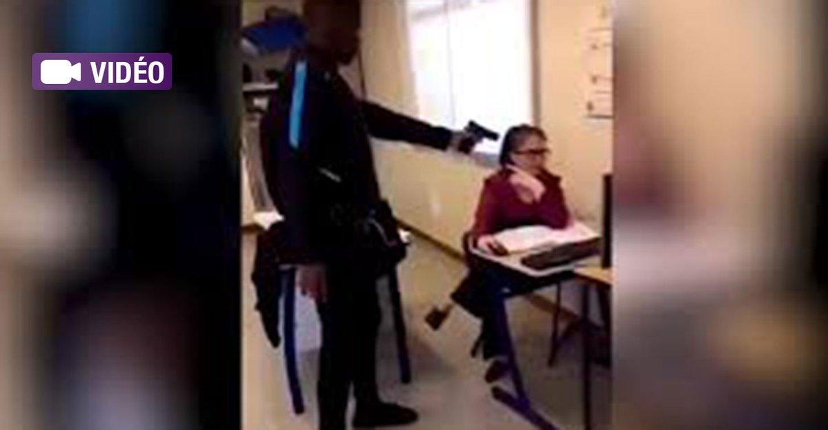 Créteil: un lycéen menace sa prof avec une arme pour qu'elle le note 'présent'  ➡ https://t.co/cPF6TWWupE
