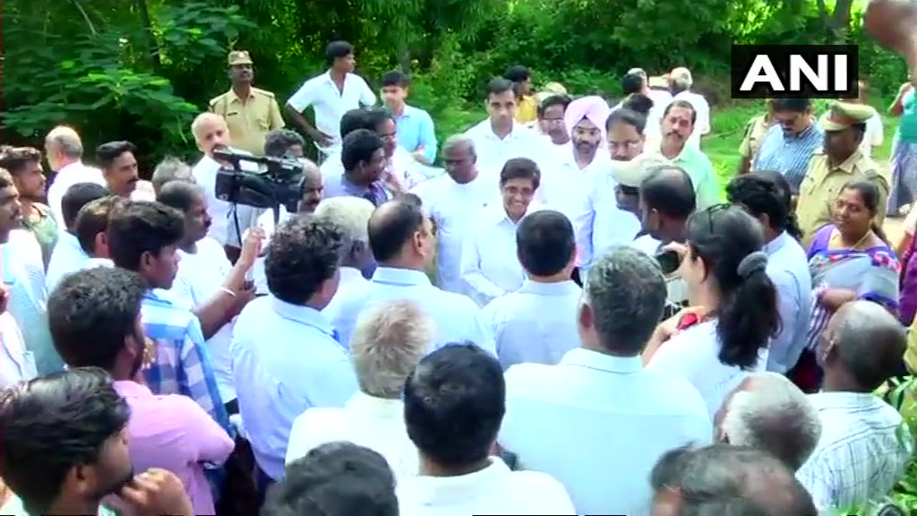 Puducherry: Lieutenant Guv Kiran Bedi today completed her 200th weekend rounds as part of 'Mission Puducherry Water Rich', visited Pillayarkuppam, Suthukeny & Korkadu tank. She interacted with donors & reviewed progress made in cleaning 86 km of 23 water channels to water bodies