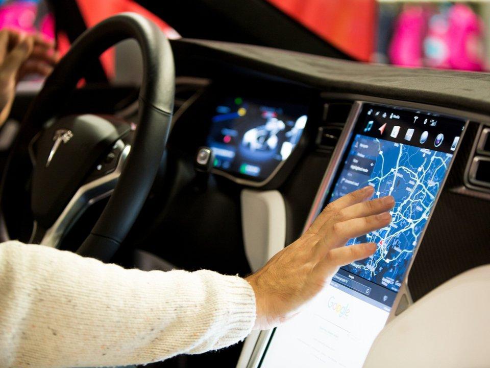 イーロン・マスク「Tesla車に『ポケモンGo』みたいな機能をつけようかな」 https://t.co/NxKfFo5jS2