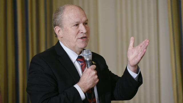 Alaska governor drops out of gubernatorial race, endorses Dem over Republican https://t.co/Xxs6o5Zcvc https://t.co/ATTgDBdrB0
