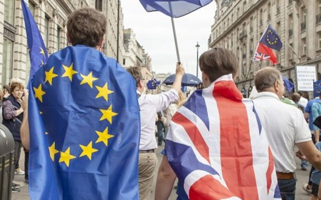 1,000s gather in #London for 'biggest' anti-#Brexit rally seeking final say (WATCH LIVE) https://t.co/SvIE0Rl7Kc https://t.co/ccjM4AA2j6